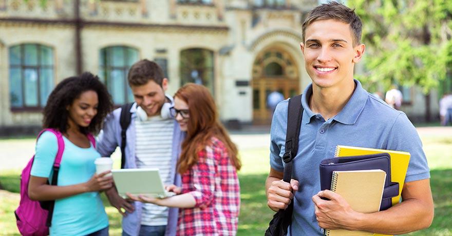 Farre utlandska studenter antagna