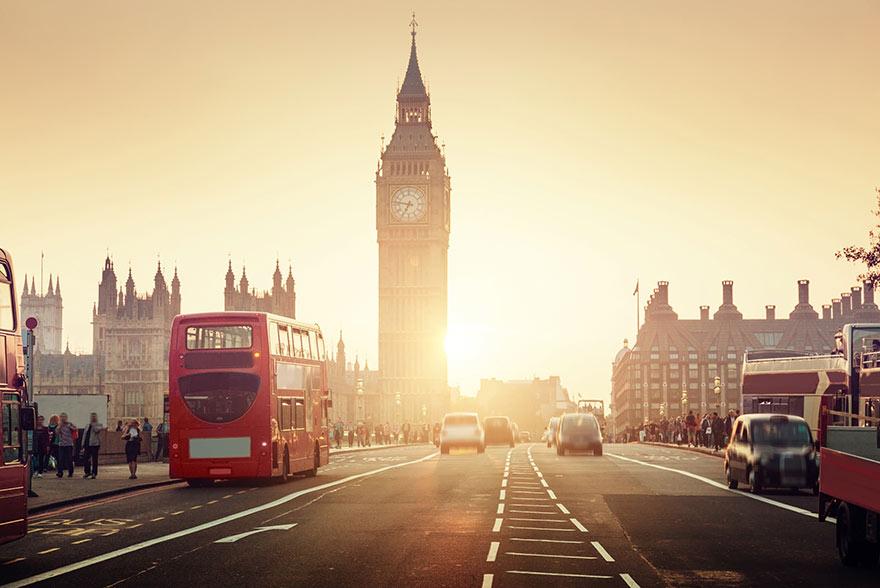 Westminister Bridge leder över Themsen till Londons mest kända riktmärke Big Ben